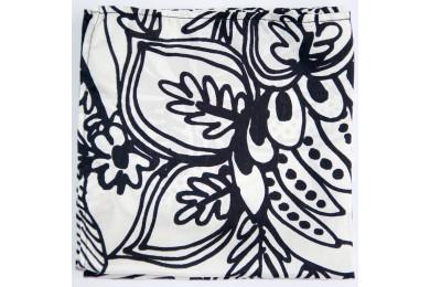 Bílý kapesníček s černou kresbou